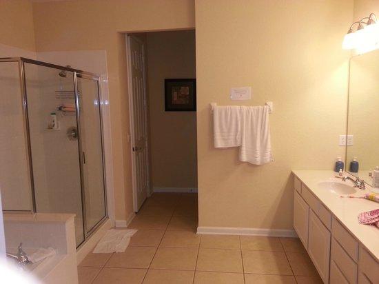 Vista Cay: bathroom