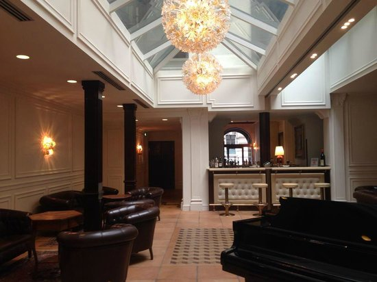Hotel Pierre Milano: Холл