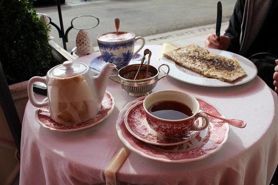 La Fleur de Lys : notre tea time avec galette et super chocolat...