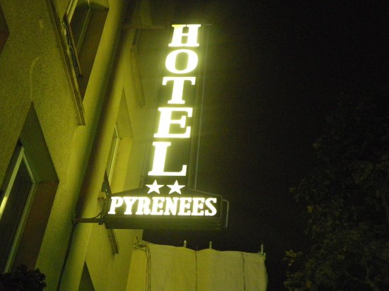 Hotel des Pyrenees : Insegna