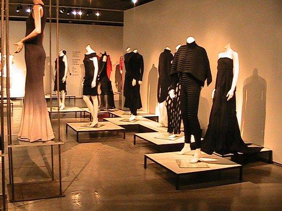 Nordenfjeldske Kunstindustrimuseum : Pick Your Gown