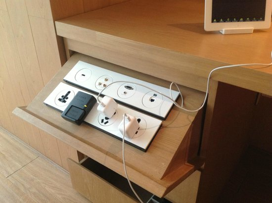 The Opposite House : Charging station with the hotel's IPad