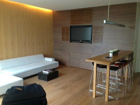 The Opposite House: Room 521