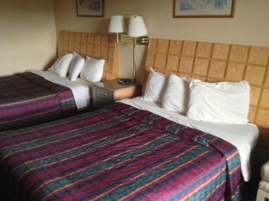 Days Inn Greeneville: Beds