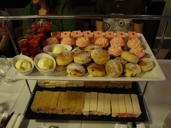 Radisson Blu Edwardian Hampshire Hotel : Now that's what I call afternoon tea!