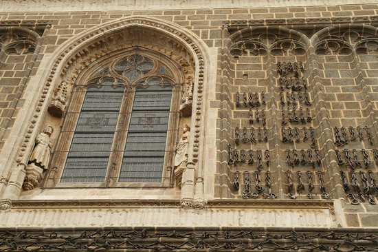Monastery of San Juan de los Reyes: Outside wall of the church