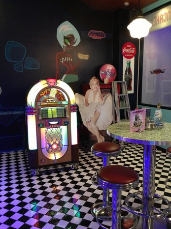 Angel City Diner: cool juke box