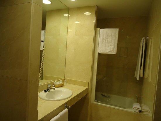 Emperador Hotel Madrid: Baño