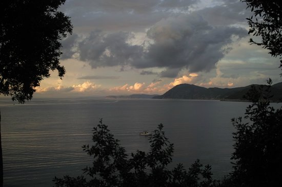 Hotel Grotte del Paradiso: BlickRichtung Bagnaia vom Zimmer aus