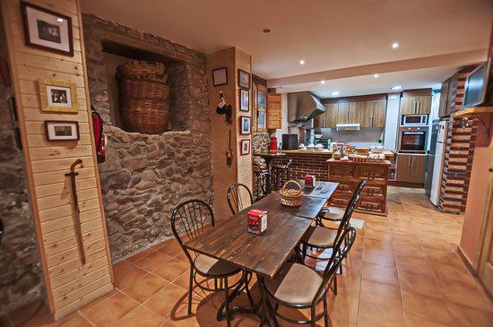 cocina comedor: fotografía de Hotel Rural Pajarapinta, Molinaseca ...