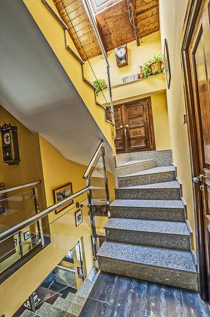 Casa Rural Pajarapinta: escaleras 2 piso