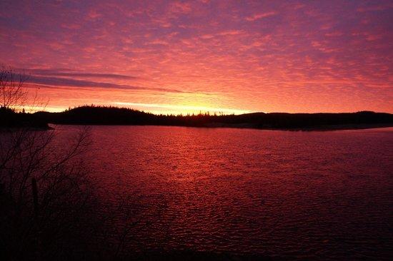 Rock Island Lodge : Sunrise over Lake Superior