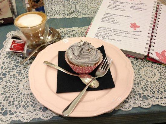 Mignon Pasticceria Firenze Italia: Blackberry Cupcake