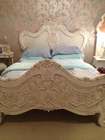 Manor Court: Queen - The super cosy bed