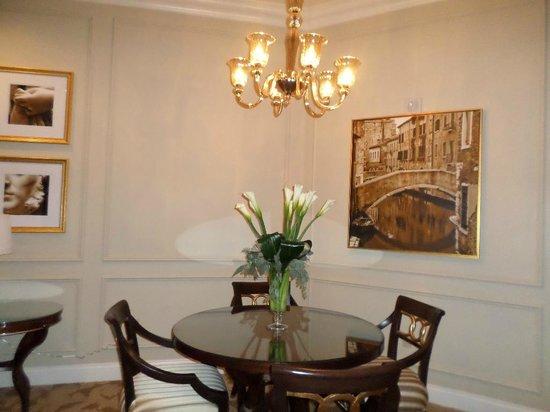 dining table in prima suite picture of the venetian las vegas las vegas tripadvisor. Black Bedroom Furniture Sets. Home Design Ideas