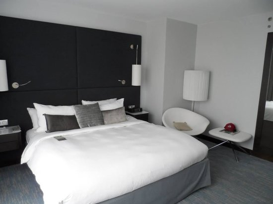 Renaissance Paris Arc de Triomphe Hotel: room