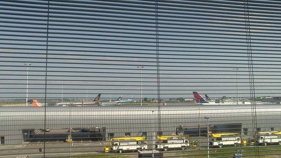 citizenM Schiphol Airport : Вид из номера 310