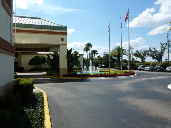 Ramada Kissimmee Gateway: Main Entrance