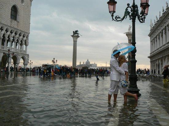 Ca' del Campo Hotel: Wet wedding _ Aqua alta della Piazza San Marco