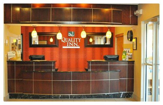 Quality Inn Brooklyn Center : Reception Desk Quality Inn