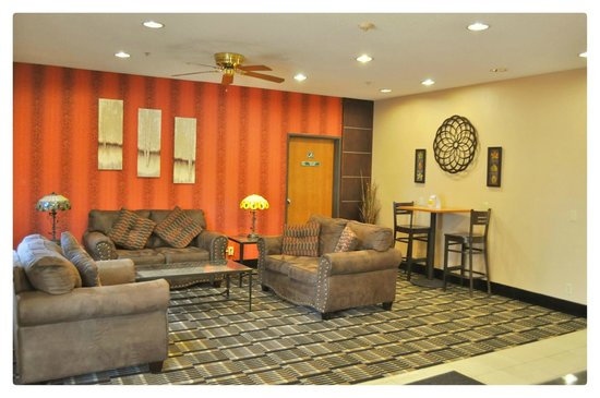 Quality Inn Brooklyn Center: Hotel Lobby Seating area