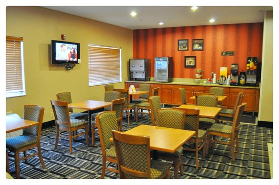 Quality Inn Brooklyn Center: Breakfast Room for Guests