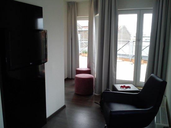 GOLD INN Alfa Hotel: Zimmer mit Blick auf die Dachterasse