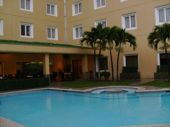 Holiday Inn San Salvador: Piscina