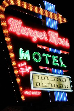Munger Moss Motel: The famous sign