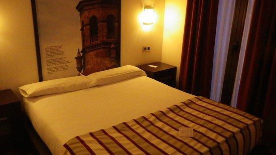 Hostal Aznaitin: chambre