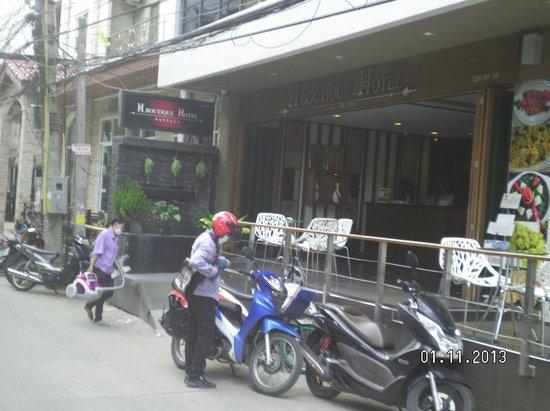 H Boutique Hotel : Hotel entrance
