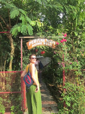 Periyar Mist Homestay: Entrée Pour les Invités