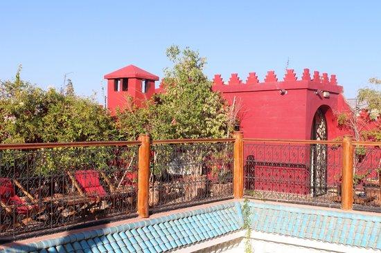 Riad Asrari: la terrasse solarium sur le toit