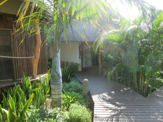 Lodge Afrique: Chalet im tropischen Garten