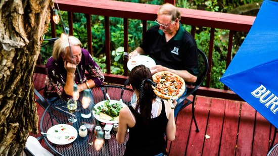 Tony Rigatoni's Italian Kitchen: TONY RIGATONIS Rustic Patio Dining