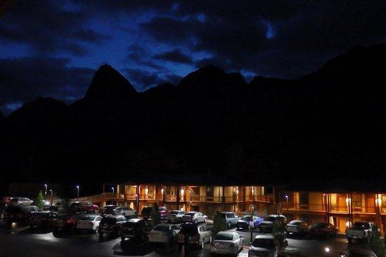 La Quinta Inn & Suites at Zion Park / Springdale: La Quinta at night
