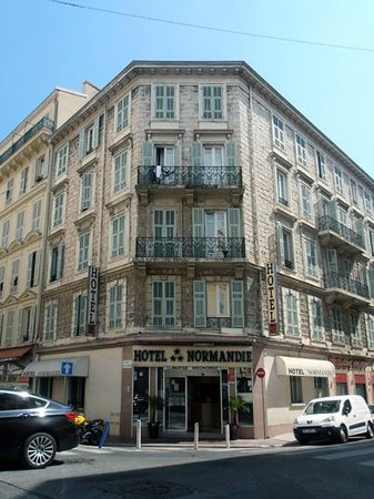 Hotel Normandie: Hotel from outside