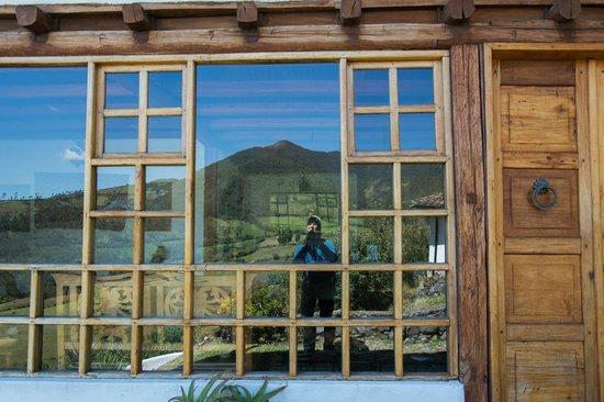 Casa Mojanda: beautiful mountain reflected in window of the main building