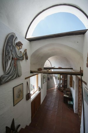 Casa Mojanda: hallway to the dining room in the main building