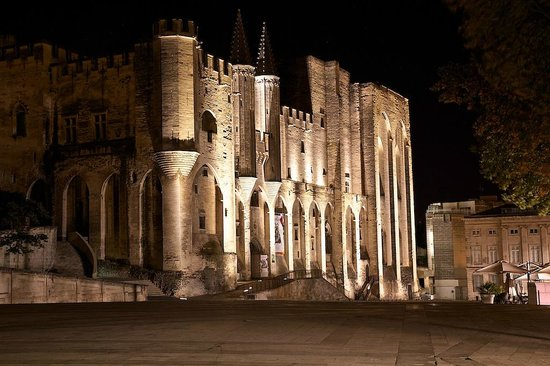 L'Ombre du Palais: View of the Palais des Papes