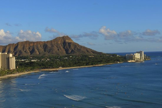 Sheraton Waikiki: The view from our room on the 22nd floor.