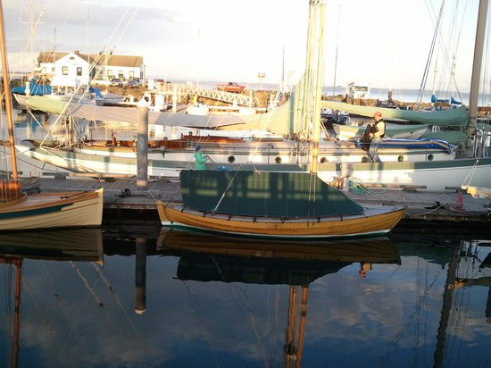 Huber's Inn Port Townsend: Boats in Port Townsend's Point Hudson marina