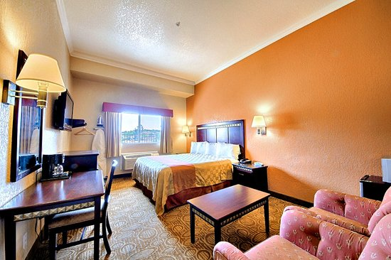 Econo Lodge Inn and Suites Fallbrook Downtown: Standard King Guest Room