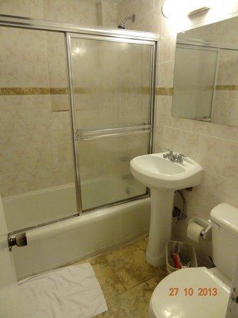Runway Inn: Banheiro