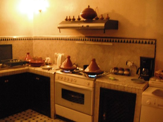 Dar Silsila : Cooking our tagines in the kitchen area