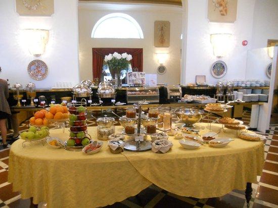 Grand Hotel Yerevan: Fra frukostsalen