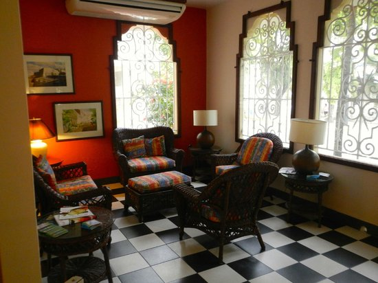 Canario Boutique Hotel : Sitting area in the front of this quaint old villa