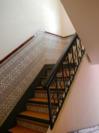 Canario Boutique Hotel: Stairway to upper rooms