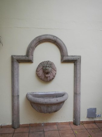 Canario Boutique Hotel: An old fountain on the patio