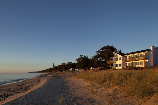 Huron House Bed and Breakfast: Located on the beach of Lake Huron